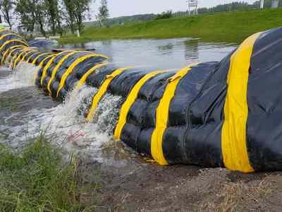 Wat gebeurt er als het water hoger is dan het te keren hoogte van de Barrier. De Barrier blijft keurig netjes op zijn plek en faalt niet bij overtopping