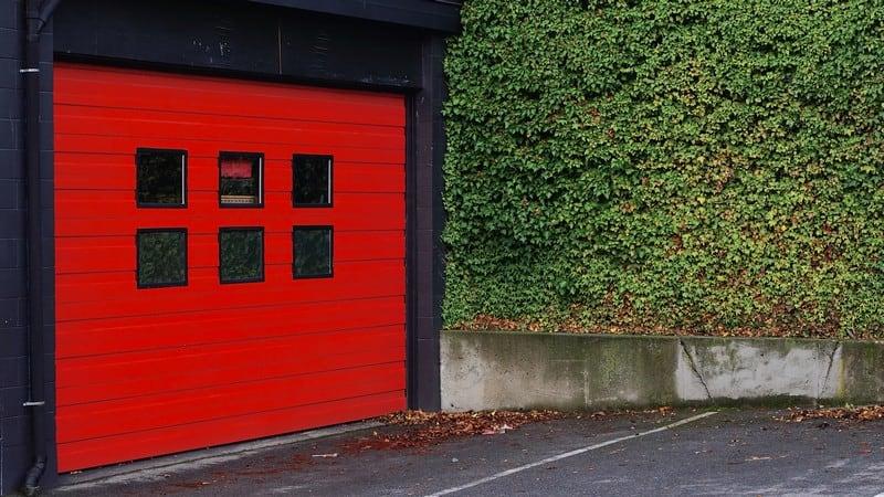 Garage waar een waterkering geplaatst kan worden